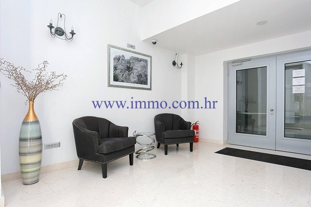 SPLIT, BUSINESS PREMISES OF 47 SQ.M. FOR RENT