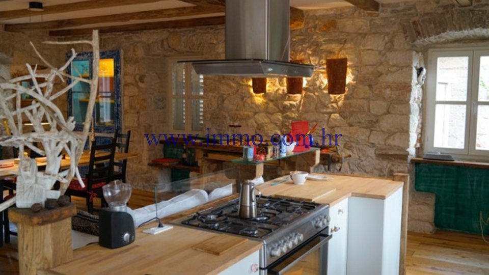 COMPLETELY RENOVATED STONE HOUSE ON THE ISLAND OF BRAČ