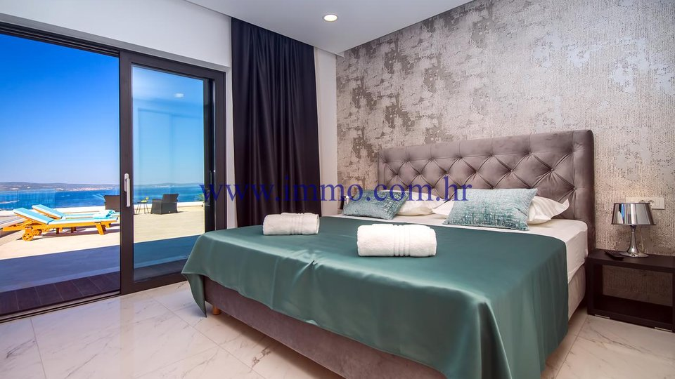 OMIŠ, MODERN VILLA WITH FANTASTIC SEA VIEW FOR SALE