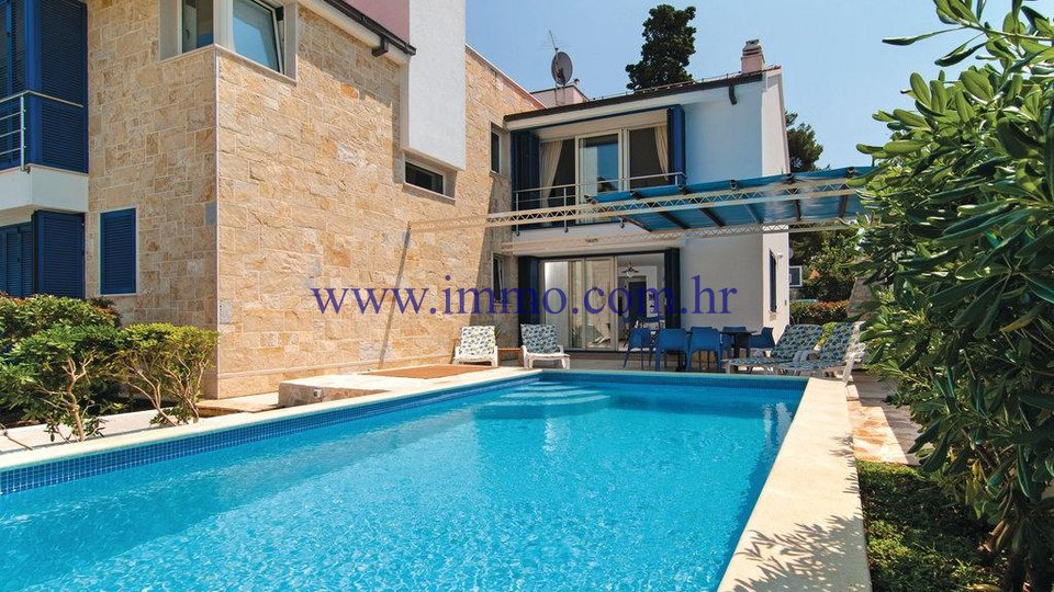 BEAUTIFUL SEAFRONT HOUSE ON THE ISLAND OF BRAČ