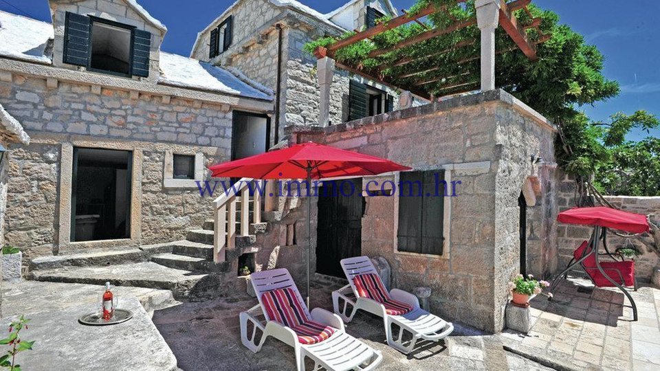 RENOVATED STONE HOUSE ON THE ISLAND OF BRAČ