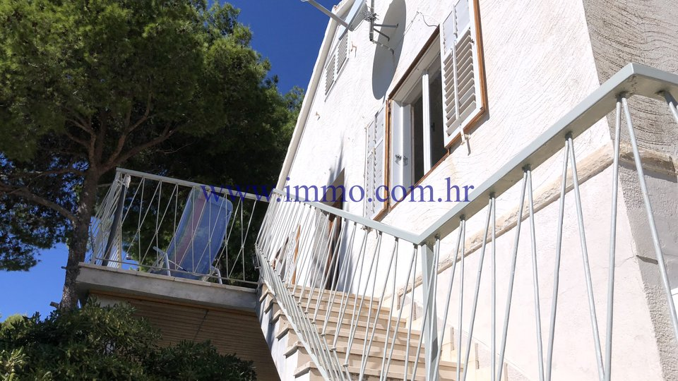 LOVELY HOUSE OVERLOOKING THE SEA FOR SALE
