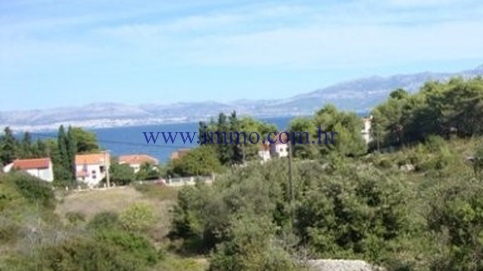 BUILDING PLOT FOR SALE ON THE ISLAND OF BRAČ