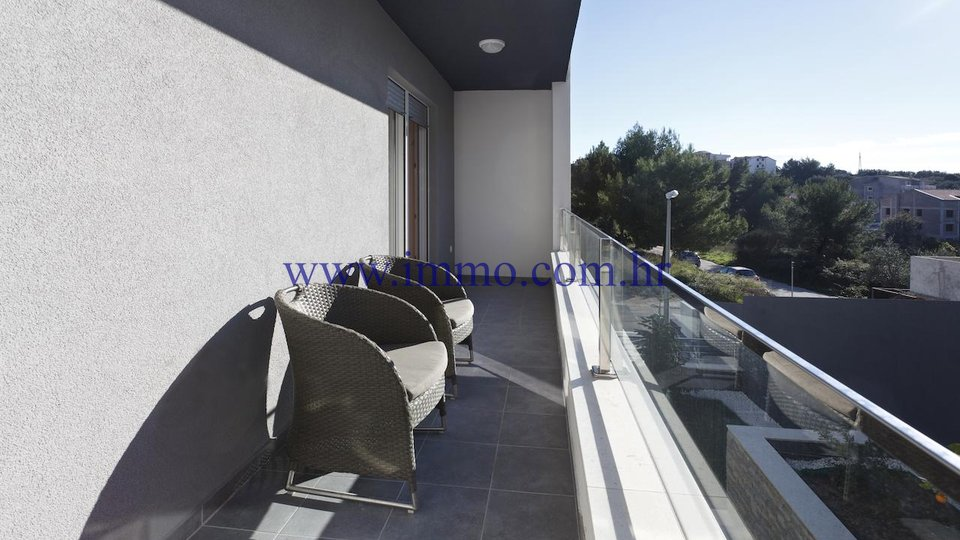 PODSTRANA, HOUSE WITH APARTMENTS FOR SALE