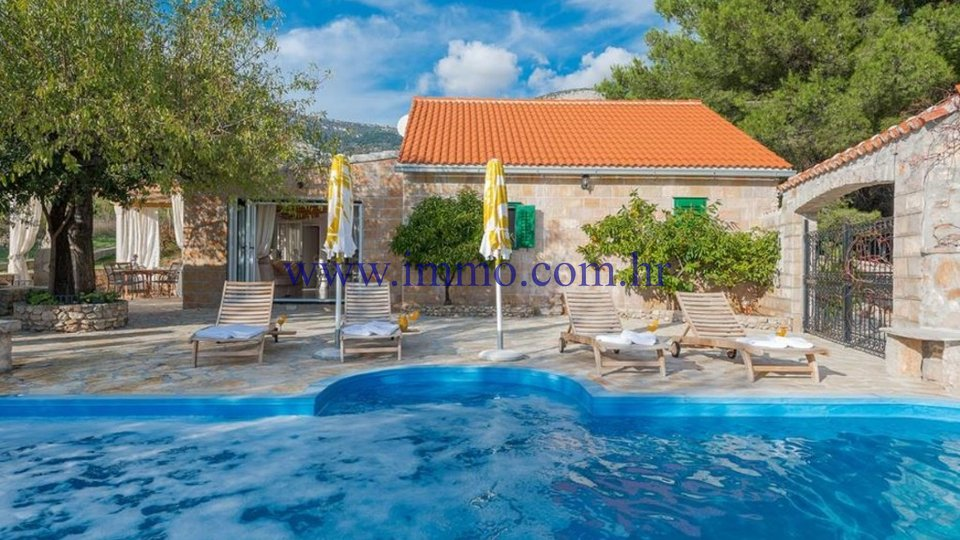 BRAČ, GORGEOUS NEWLY BUILT VILLA WITH SWIMMING POOL FOR SALE