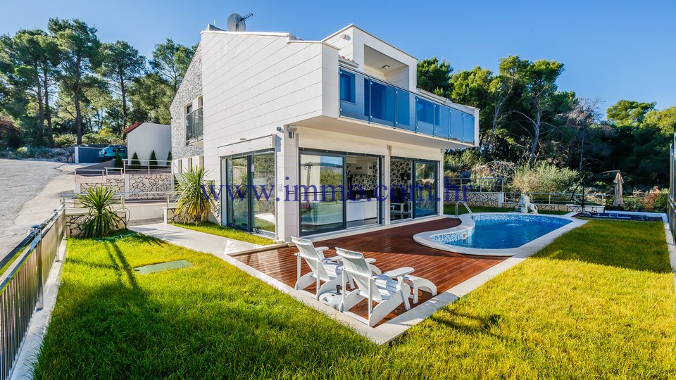 ČIOVO, NEWLY BUILT VILLA WITH SWIMMING POOL AND GORGEOUS SEA VIEW
