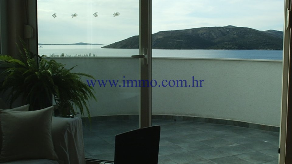 ČIOVO, BEAUTIFUL VILLA WITH FIVE APARTMENTS FOR SALE