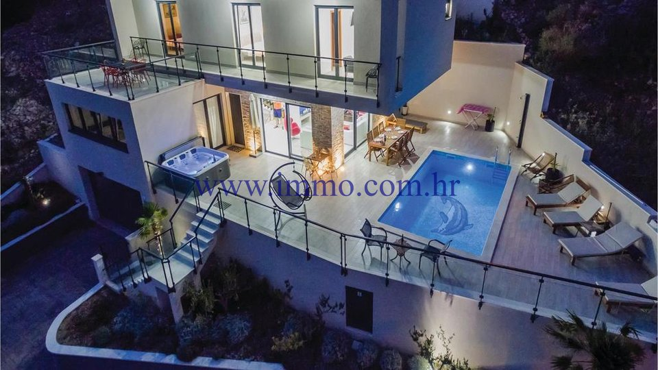 BEAUTIFUL NEW VILLA NEAR OMIŠ FOR SALE