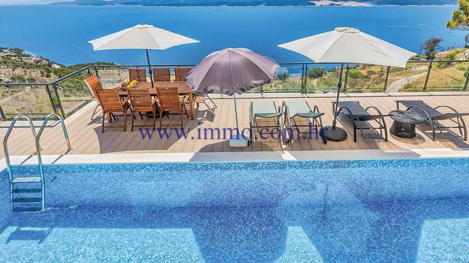 LUXURY VILLA WITH SWIMMING POOL NEAR OMIŠ