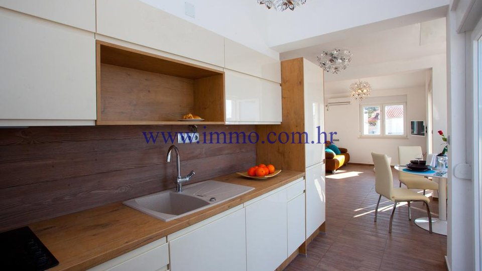 ROGOZNICA, HOUSE WITH SEVEN APARTMENTS FOR SALE
