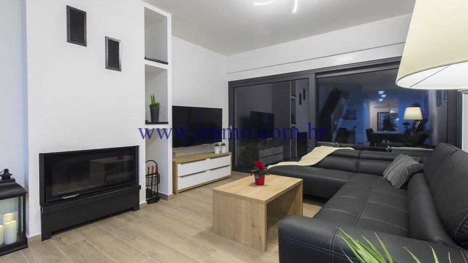 Hiša, 240 m2, Prodaja, Vodice