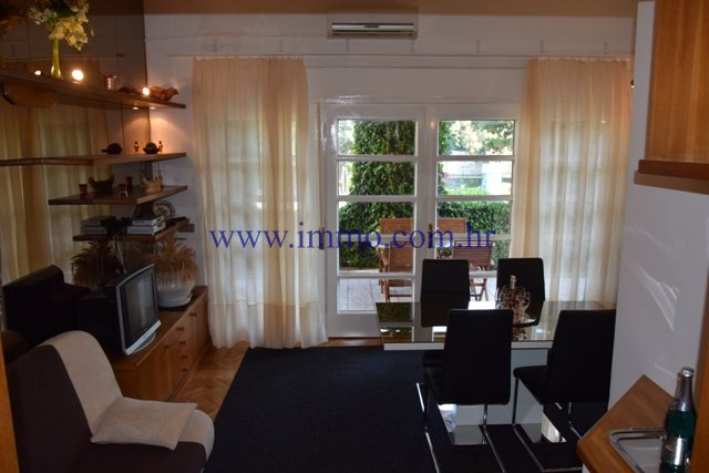 SPLIT,LOVELY APARTMENT FOR RENT IN A PRIME LOCATION