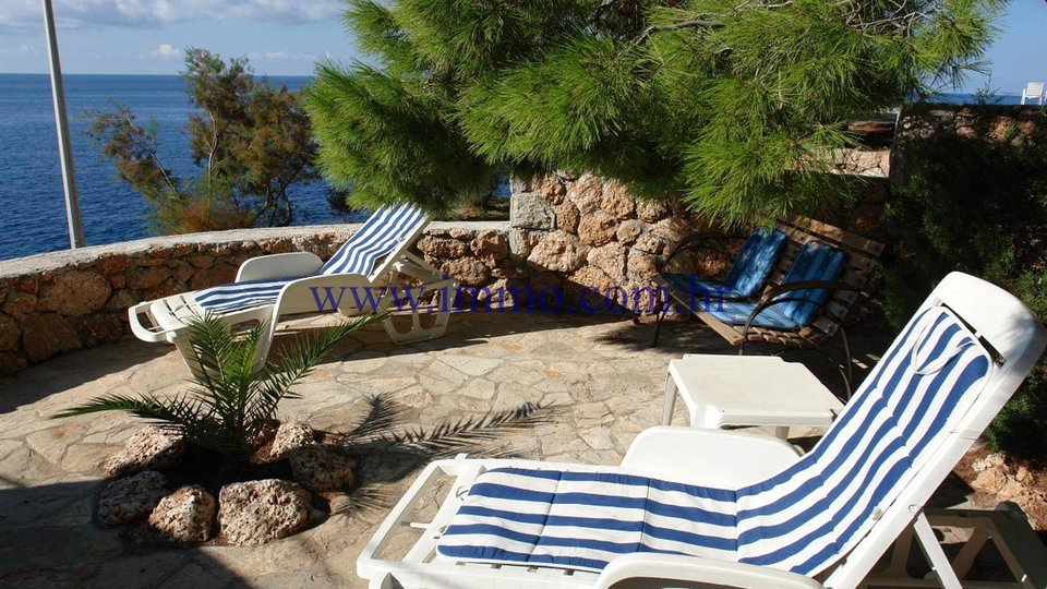 SEAFRONT HOUSE WITH APARTMENTS ON THE ISLAND OF HVAR