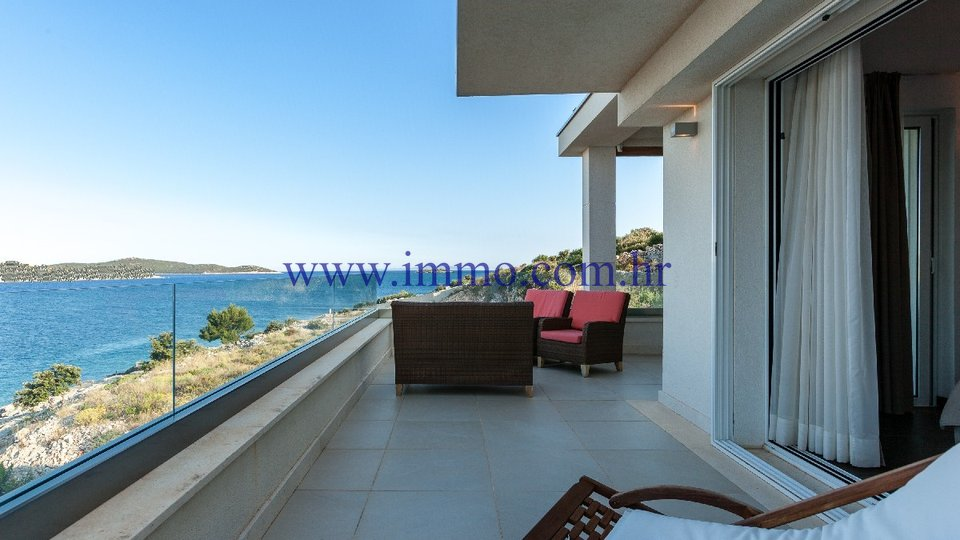 ROGOZNICA, SEAFRONT VILLA WITH SWIMMING POOL