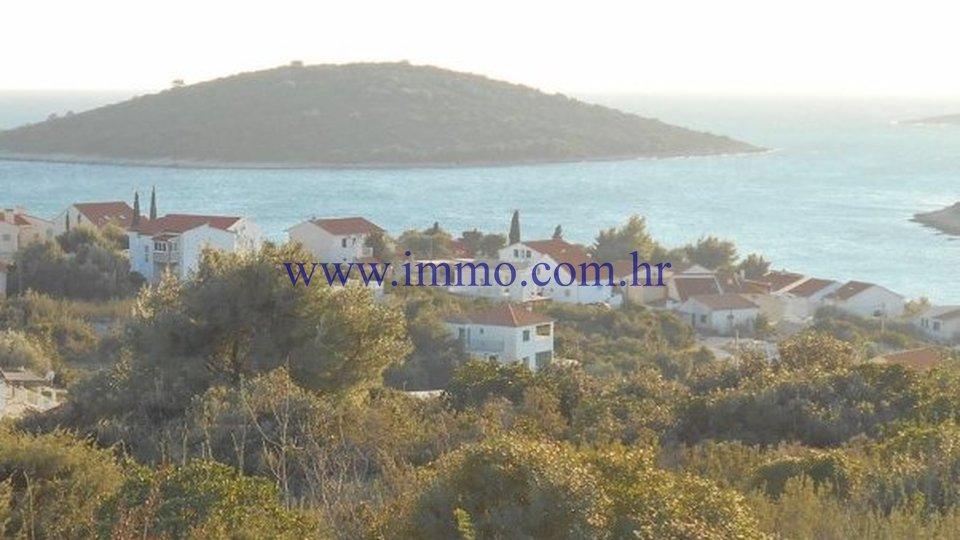 ŠOLTA, BUILDING PLOT OVERLOOKING THE SEA