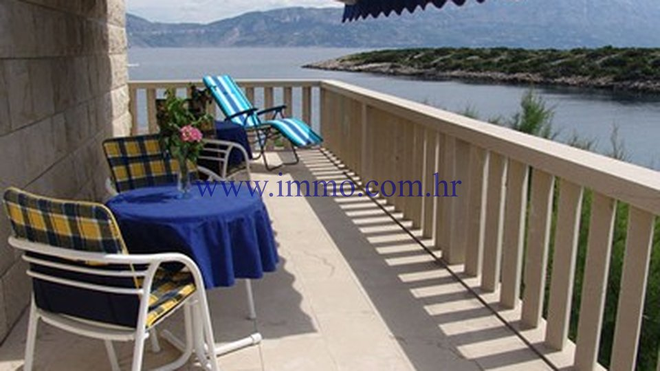 ISLAND OF BRAČ, VILLA WITH SWIMMING POOL, FIRST ROW TO THE SEA