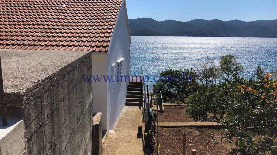SEAFRONT HOUSE ON THE PELJEŠAC PENINSULA FOR SALE