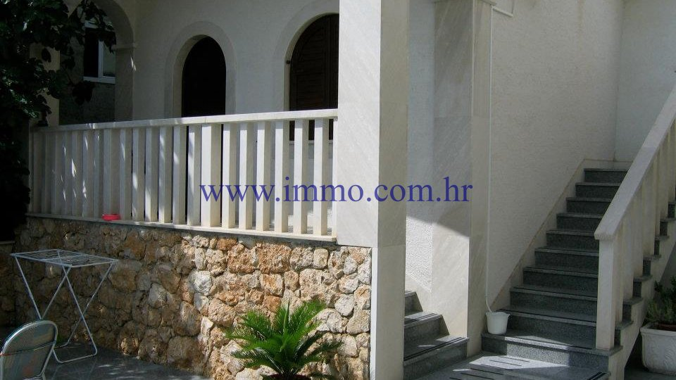 OMIŠ, HOUSE FOR SALE, NEAR THE BEACH