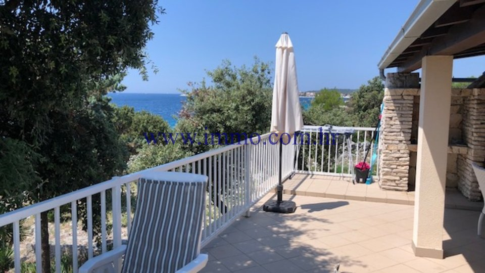 LOVELY SEAFRONT HOUSE FOR SALE, UNIQUE LOCATION