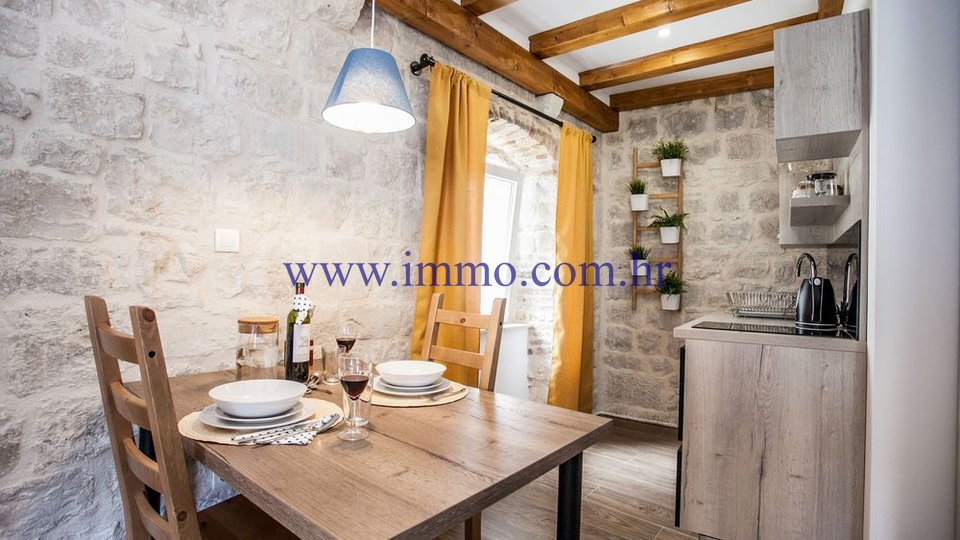 RENOVATED STONE HOUSE IN THE CENTER OF TROGIR