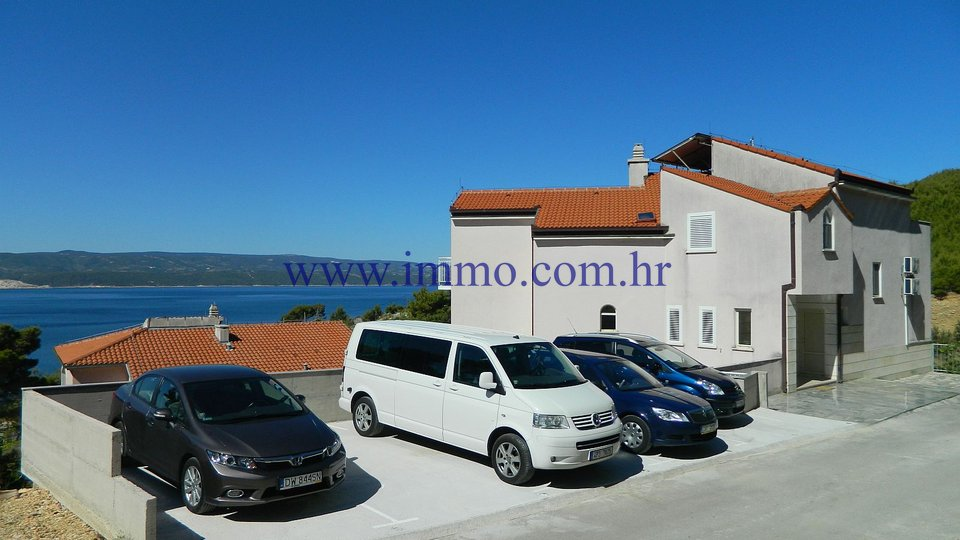 OMIŠ, VILLA WITH APARTMENTS FOR SALE