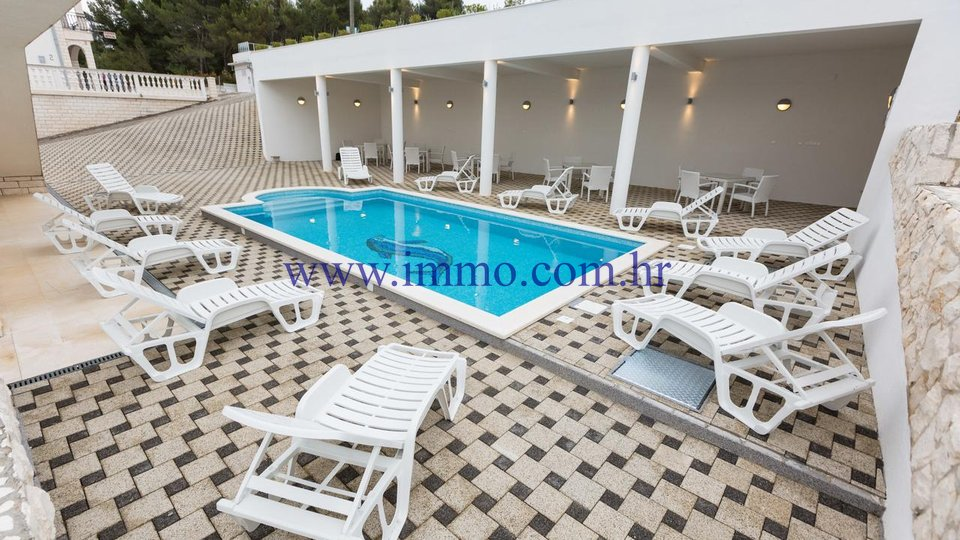 ČIOVO, HOUSE WITH APARTMENTS AND SWIMMING POOL FOR SALE