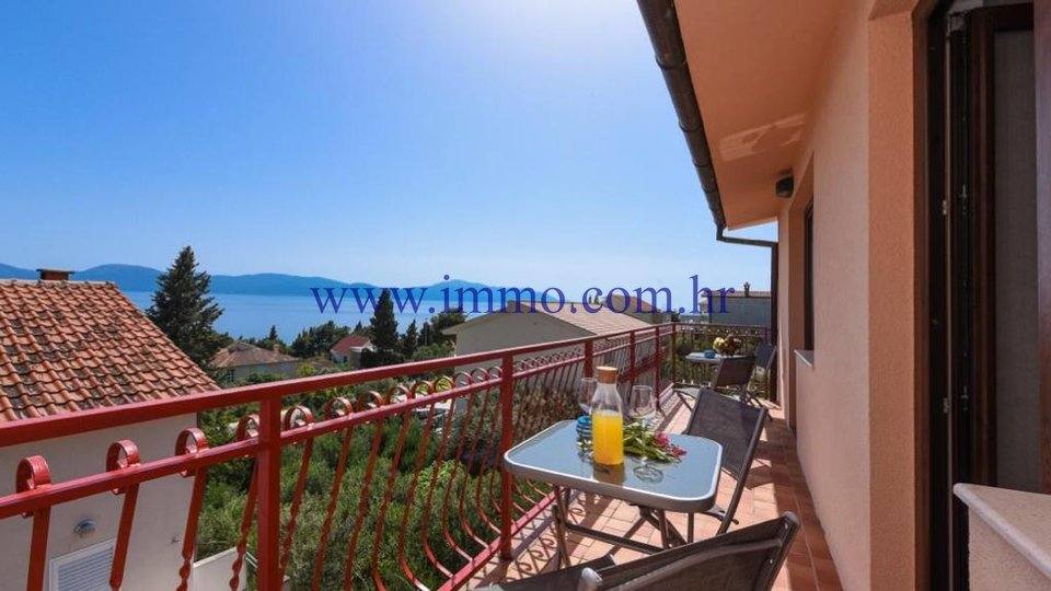 GRADAC, LOVELY HOUSE OVERLOOKING THE SEA