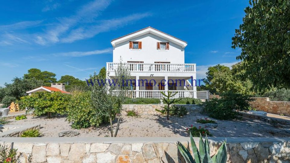 LUXURY VILLA FOR SALE, NEAR VODICE, FIRST ROW TO THE SEA