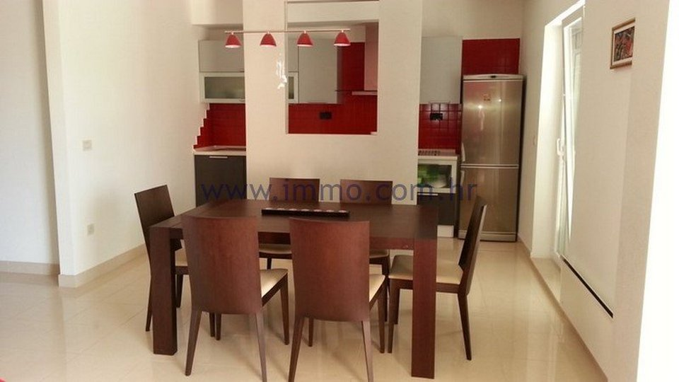 PODSTRANA, EXCLUSIVELY EQUIPPED APARTMENT