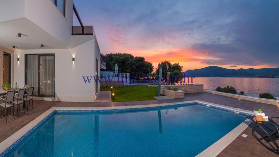 ČIOVO, LUXURY VILLA WITH SWIMMING POOL, SECOND ROW TO THE SEA