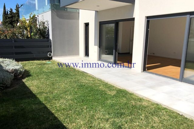 TWO-STOREY APARTMENT IN ATTRACTIVE LOCATION NEAR THE  CENTER OF SPLIT