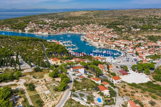 BUILDING LAND WITH SEA VIEW ON THE ISLAND OF BRAC