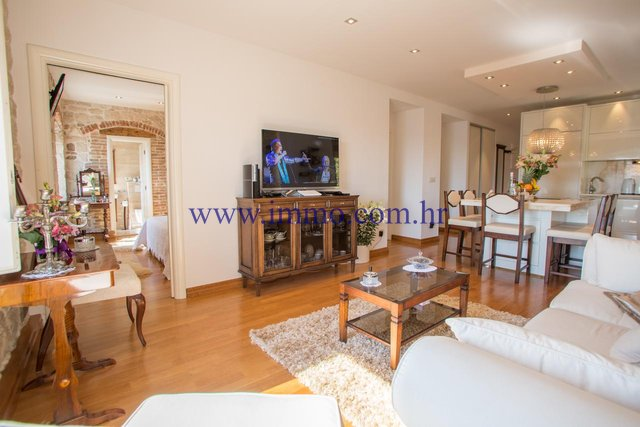 LUXURY APARTMENT IN THE HISTORICAL SPLIT CENTER