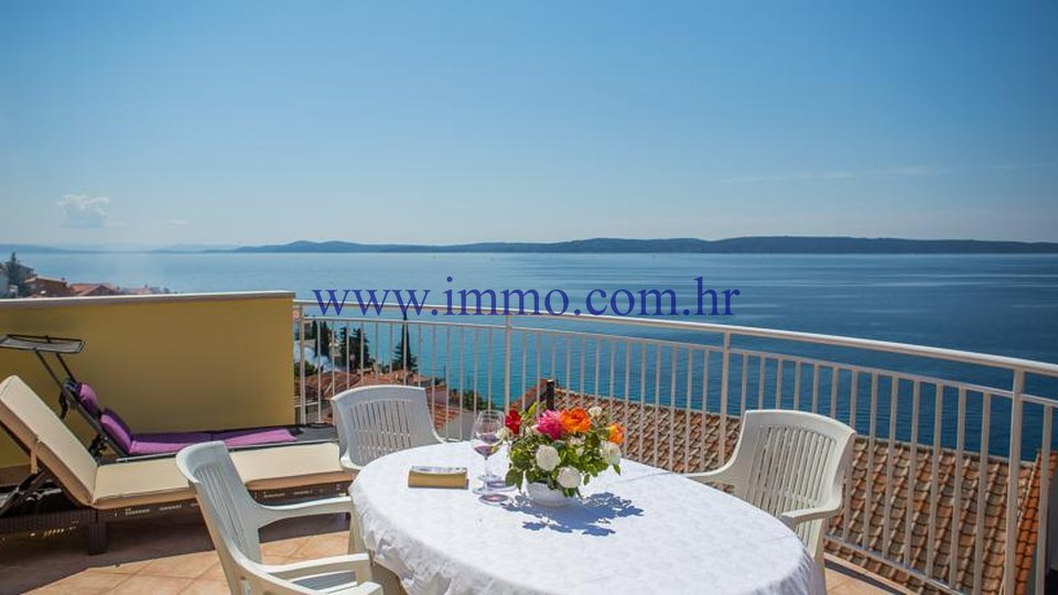 HOUSE WITH APARTMENTS AND BEAUTIFUL VIEW, SOUTHERN SIDE OF ČIOVO!