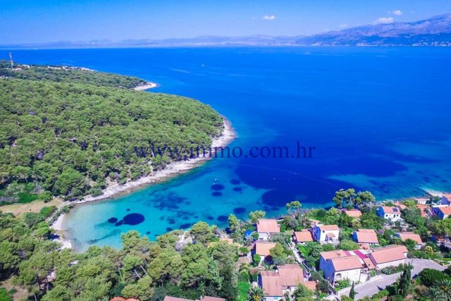 ATTRACTIVE BUILDING LAND WITH SEA VIEW ON THE ISLAND OF BRAC