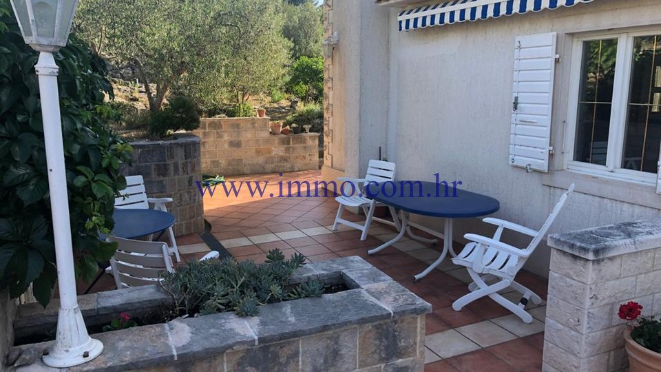 BRAC, HOUSE IN AN ATTRACTIVE LOCATION IN THE FIRST ROW TO THE SEA