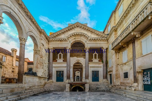 EXCLUSIVE! ANCIENT STONE HOUSE IN THE HEART OF DIOCLETIAN'S PALACE