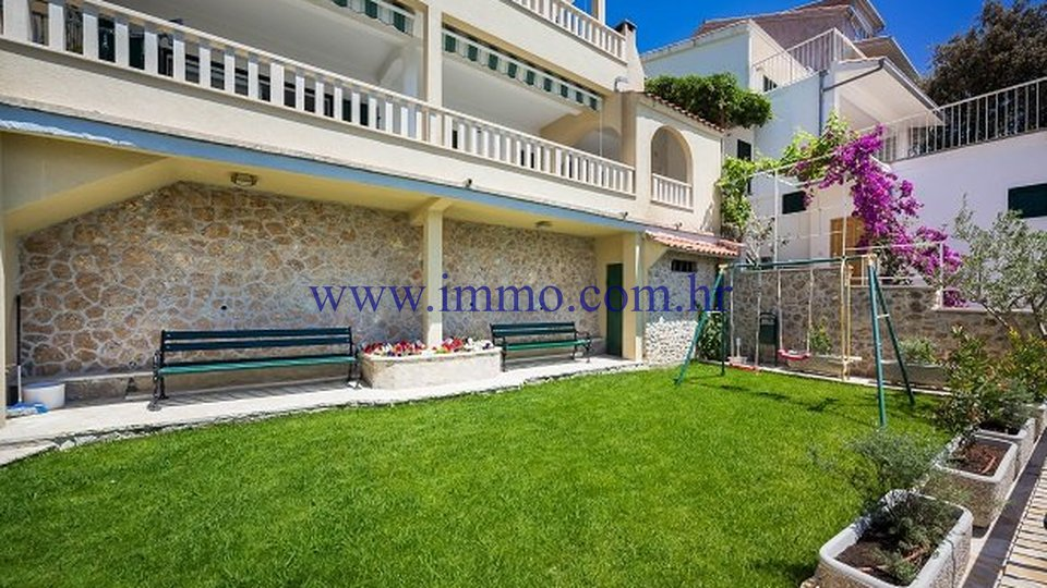SEAFRONT HOUSE WITH SEVEN APARTMENTS FOR SALE