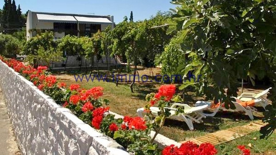 BRAČ, BEACHFRONT HOUSE FOR SALE