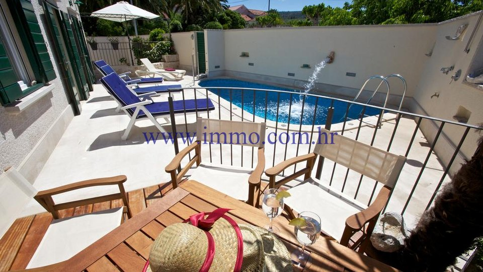 BRAČ, VILLA WITH SWIMMING POOL