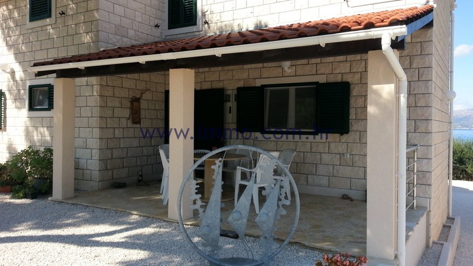 BRAČ, SEAFRONT VILLA WITH SWIMMING POOL