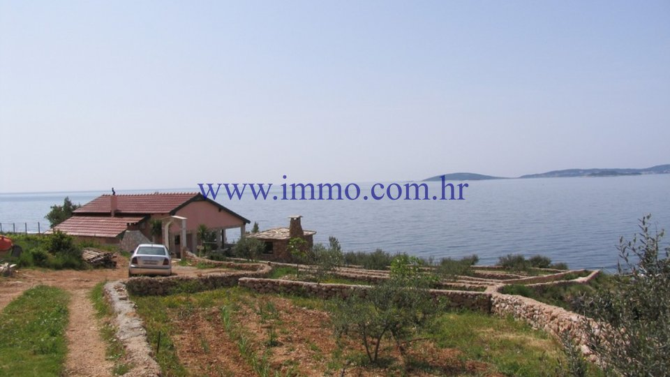 PELJEŠAC, TOP LOCATION, HOUSE ON THE SEAFRONT