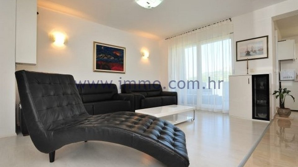 SPLIT AREA, BEAUTIFUL, MODERN VILLA WITH SWIMMING POOL