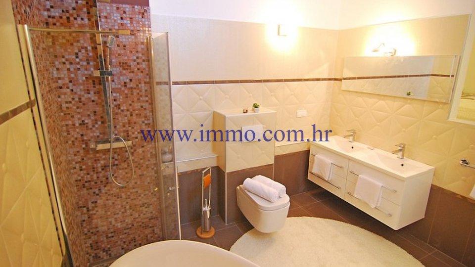 Hiša, 570 m2, Prodaja, Trogir - Trogir