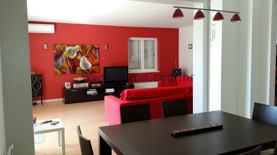 PODSTRANA, EXCLUSIVELY FURNISHED APARTMENT FOR RENT