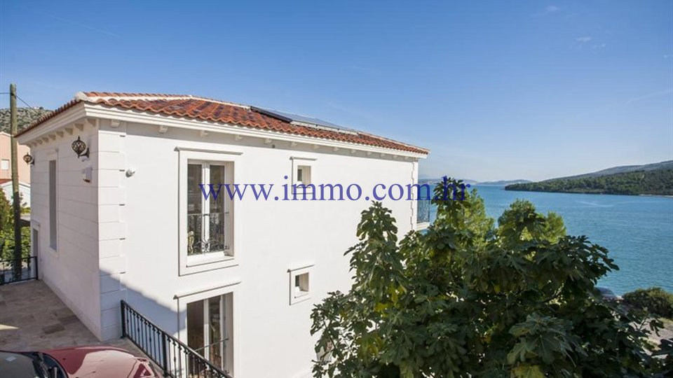 VILLA WITH SWIMMING POOL, NEAR THE BEACH, 15 KM FROM TROGIR