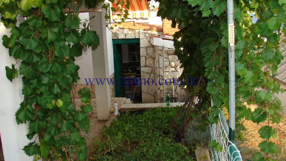 VIS, HOUSE 100 m FROM THE SEA