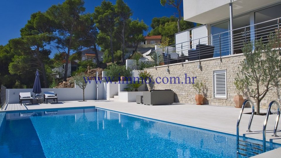 BRAČ, BEAUTIFUL MODERN VILLA WITH SWIMMING POOL