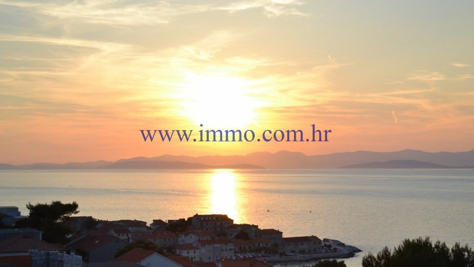 BRAČ, 3-BEDROOM APARTMENT WITH GORGEOUS SEA VIEW