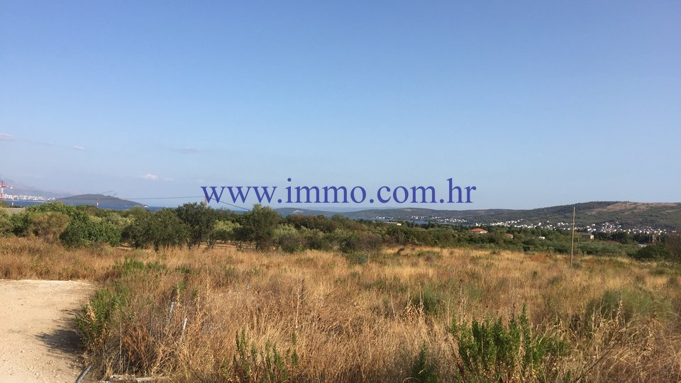 PLANO, BUILDING LAND OF 2600 SQ.M. NEAR TROGIR